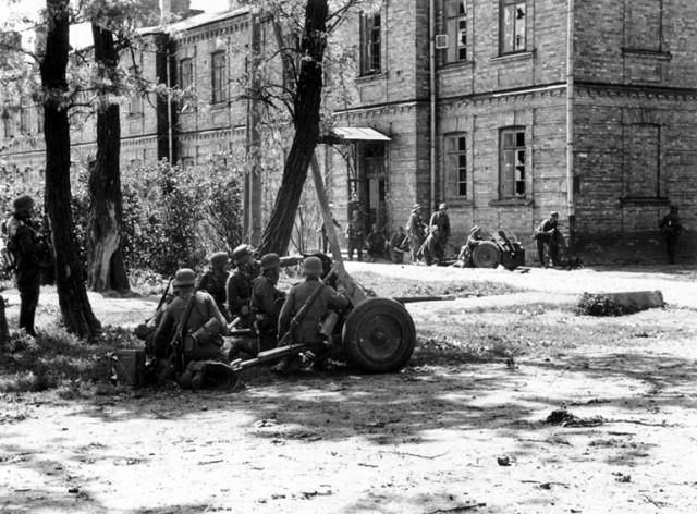 На русского героя приезжали смотреть немецкие генералы: майор Гаврилов более месяца оборонял Брестскую крепость