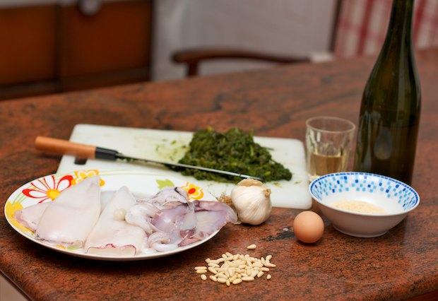 Кальмары в сметанном соусе с луком: рецепт с фото