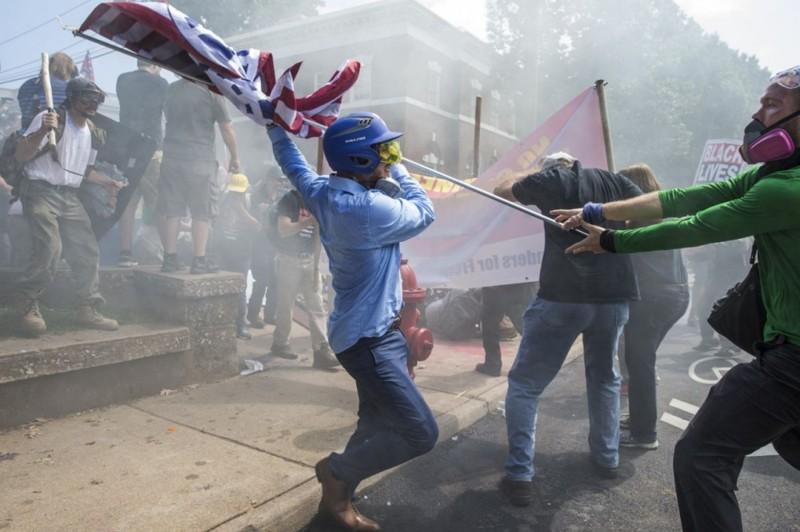 Америка сходит с ума Трамп, Шарлотсвилль, америка, конфедерация, левые, сша