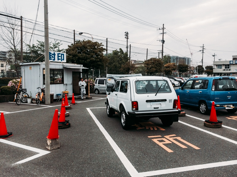 Новая Нива на парковке в Японии ваз, нива, япония