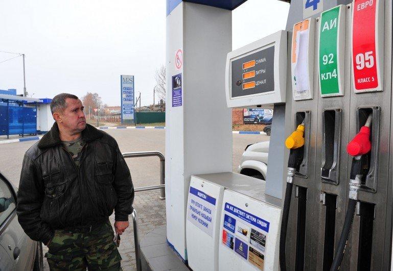 Напоить «железного коня»: сколько денег уходит в бензобак?