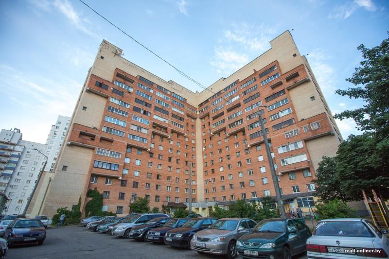 Обычный с виду, замысловатый внутри: уникальный дом-загадка в Минске с 3-уровневыми квартирами