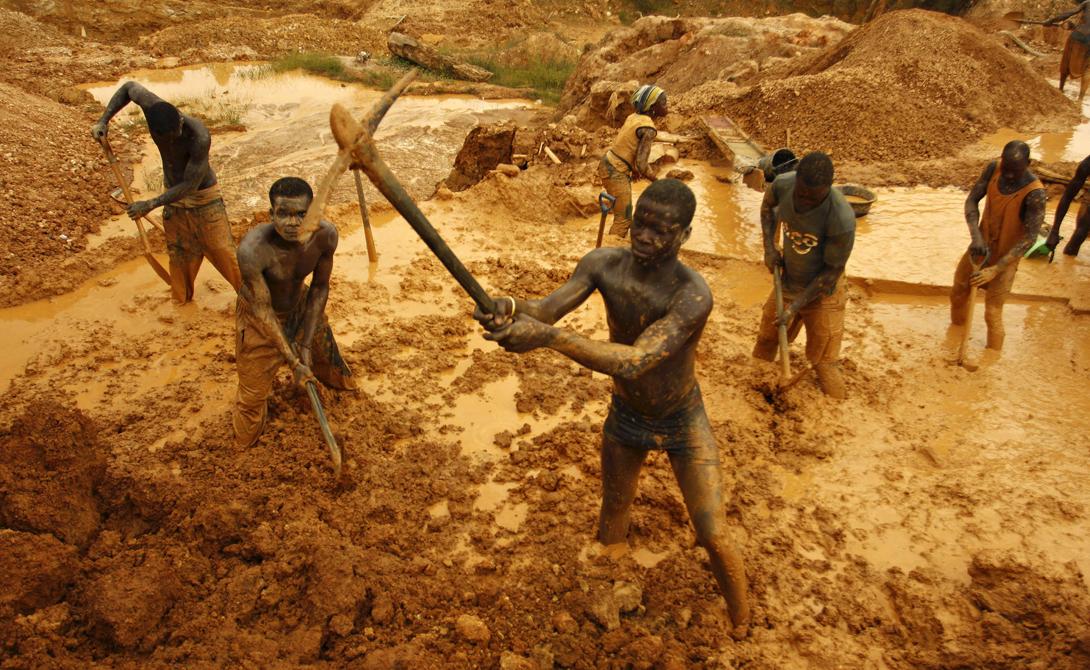 Почти половина всего золота мира была добыта в Витватерсранде, Южная Африка.