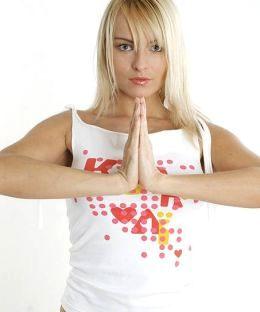 Упражнение для груди - сжимаем ладони