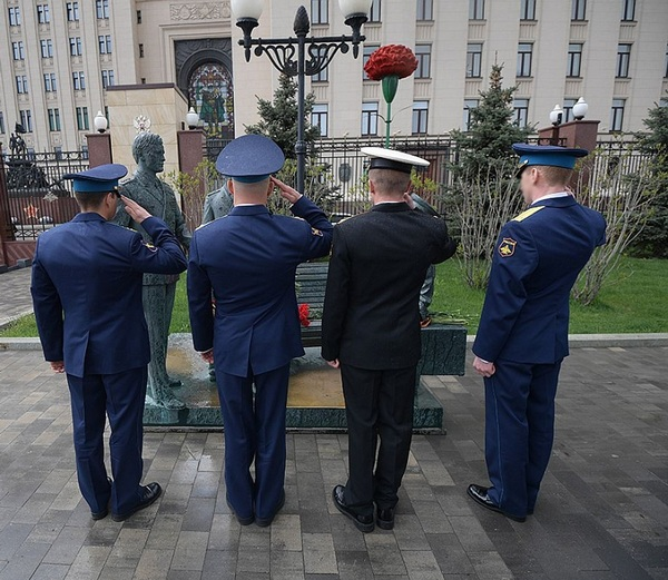 Офицеры ССО, отразившие атаку 300 боевиков, награждены за мужество и героизм