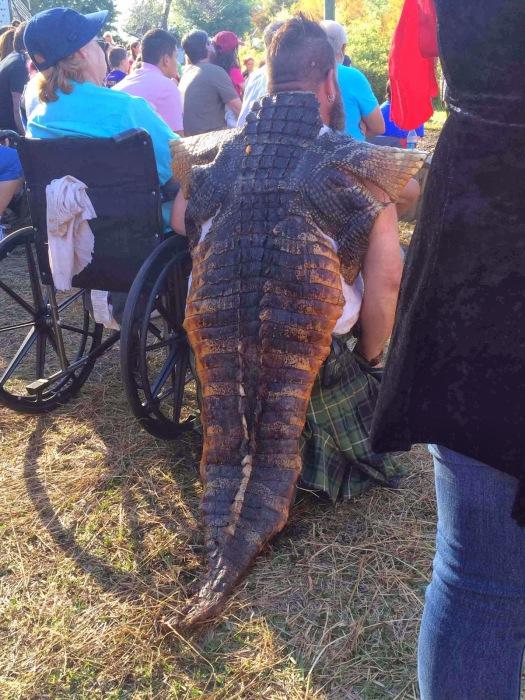 Мантия, напоминающая крокодилью спину.