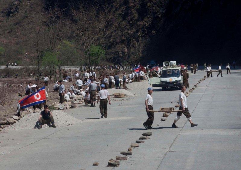 Фотографии дорог в Северной Корее авто, автопутешествие, дорога, дороги, корея, путешествие, северная корея, факты