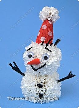 Игрушка Мастер-класс Новый год Торцевание на пластилине Пушистый снеговичок Бумага гофрированная Пластилин