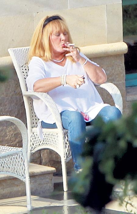 ...но Минздрав предупреждает: курение - это яд!