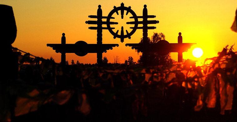 В верхоянске проходит ысыах олонхо: церемония встречи солнца