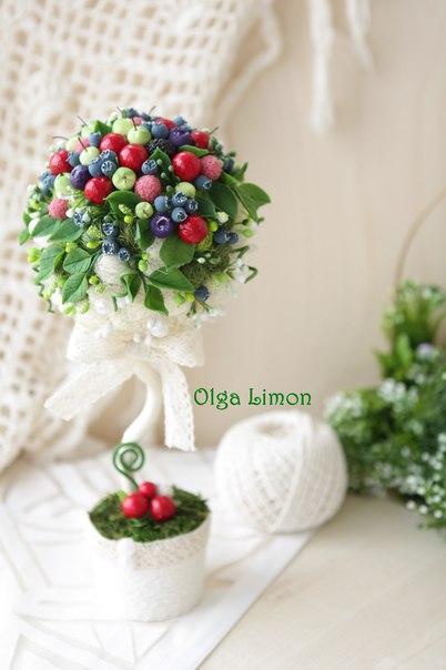 Деревце - пироженко с ягодами ручной работы