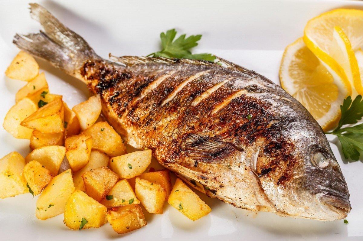 Картофель и рыба являются смертельно опасными продуктами