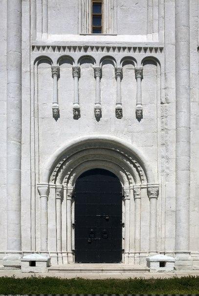 Белокаменная резьба Церкви Покрова на Нерли. XII в.