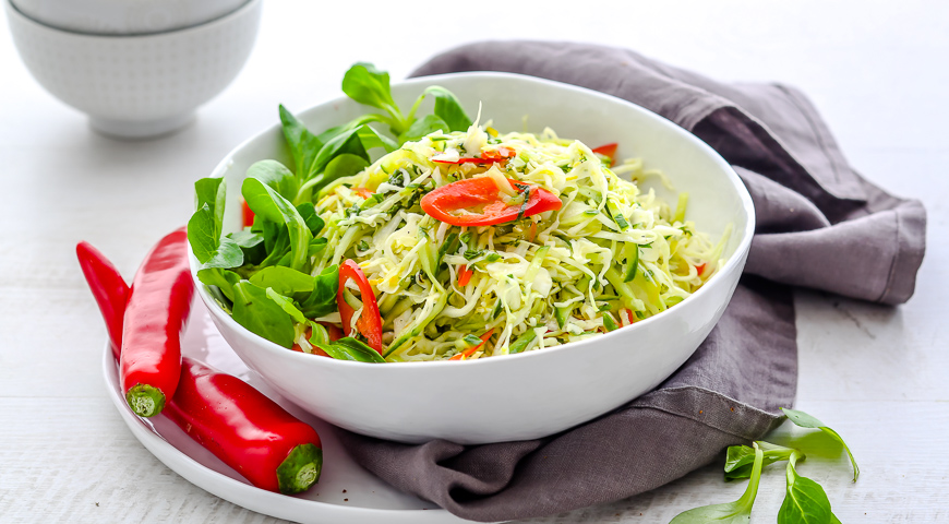 ТОП-5 простых рецептов: легкие салаты из капусты