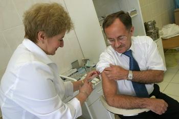 С конца августа москвичам будут бесплатно делать прививку от гриппа
