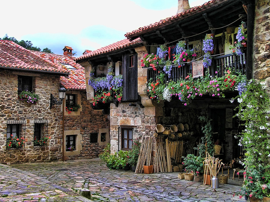 А теперь в Испанию. Деревня Барсена Майор.