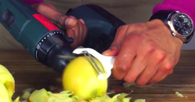 Самый быстрый способ очистки яблок (1 видео)Самый быстрый способ очистки яблок (1 видео)