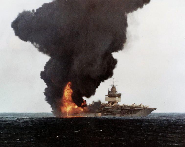 Мертвая петля на подводной лодке или атака на Энтерпрайз мертвая петля, пиндосы., подлодка, энтерпрайз