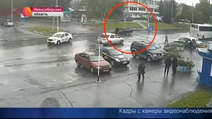 Таксисту, тараном остановившему малолетних убийц, всей страной шлют деньги на ремонт его кормильца