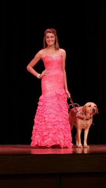 Девушка с собакой-проводником выиграла конкурс красоты