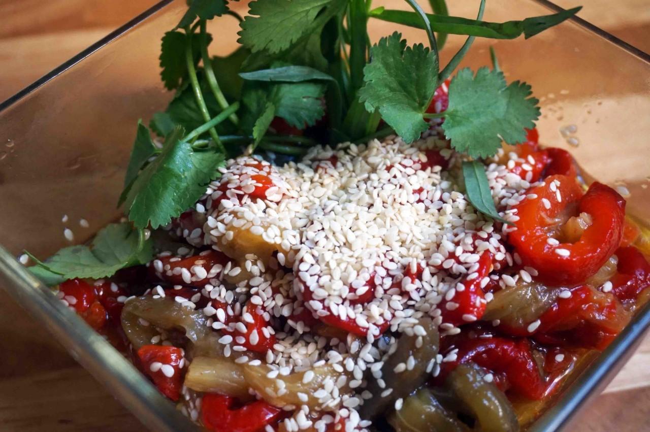 Палитра армянского стола: салат из печеных перцев и баклажанов