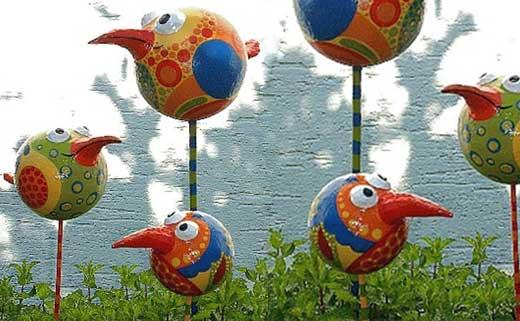 Забавные птички в вашем саду - Поделки для сада: очень юморные птички