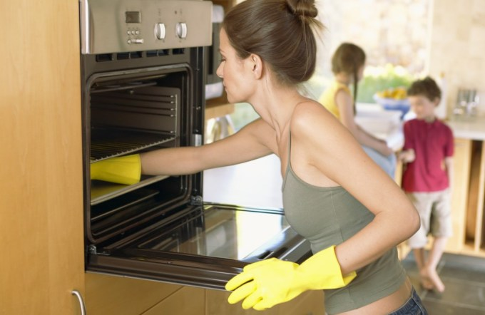 3 самодельных простых средства, с которыми вы без усилий очистите духовку