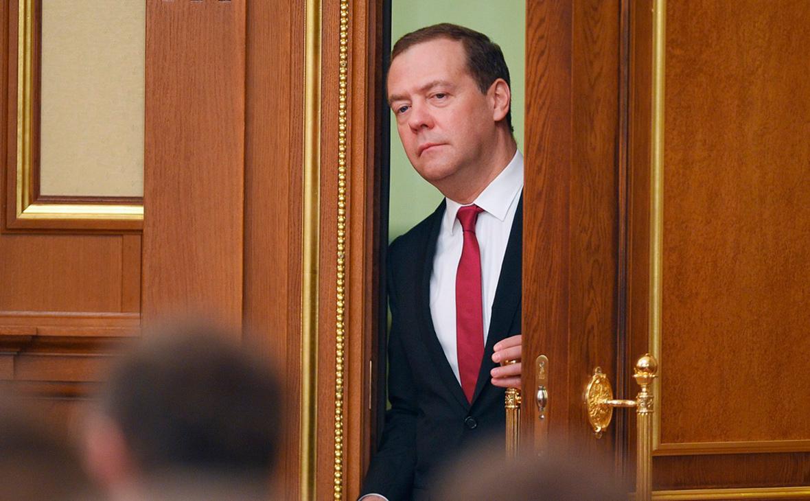 Медведев назвал стоимость нацпроекта по демографии