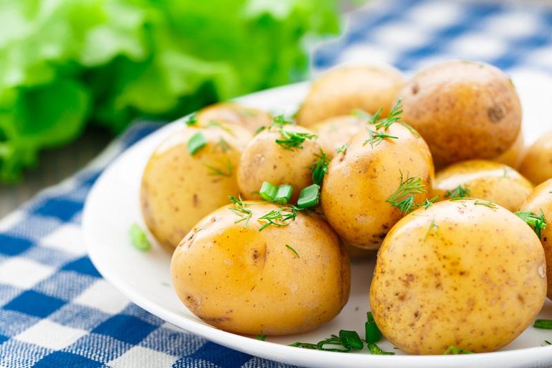 Подборка салатов из молодого картофеля