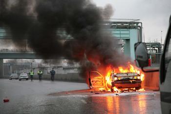 НА МКАД возле Ярославского шоссе загорелся автомобиль