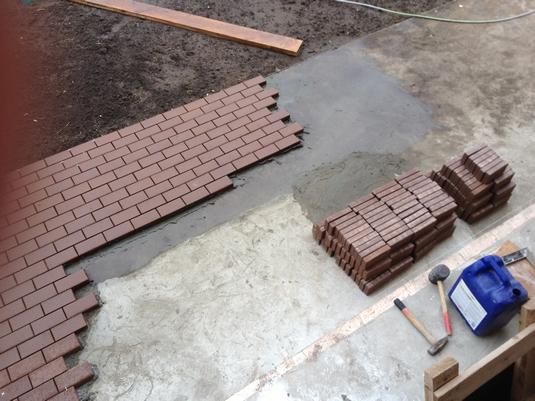 Укладка тротуарной плитки на бетонное основание инструкция