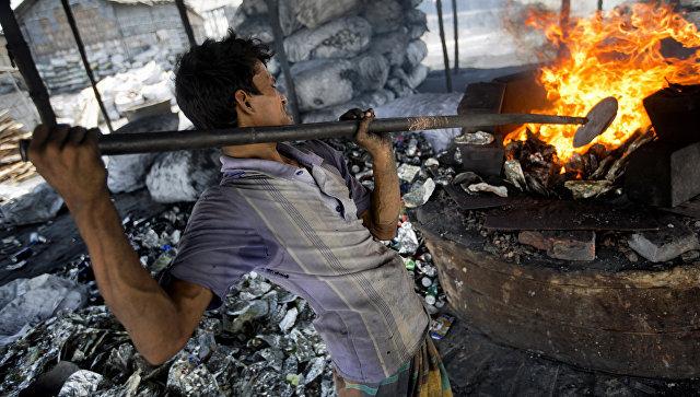 Хлеб со вкусом алюминиевой пыли: как живут рабочие в Бангладеш