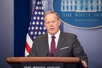 Пресс-секретарь Трампа назвал условия снятия антироссийских санкций