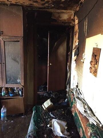 В квартире, где при пожаре п…