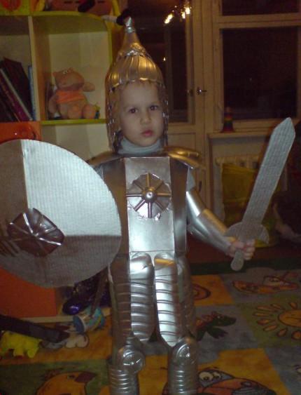 Фото костюм для мальчиков своими руками из подручных материалов
