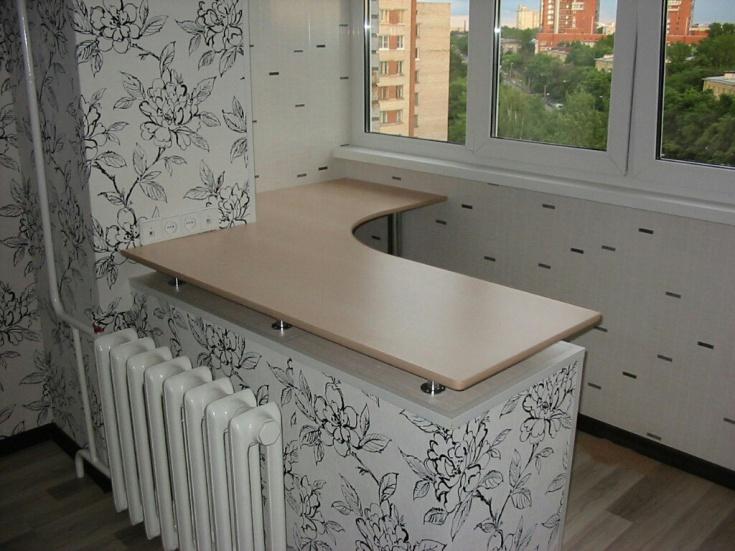 Стол-подоконник на тёплом балконе