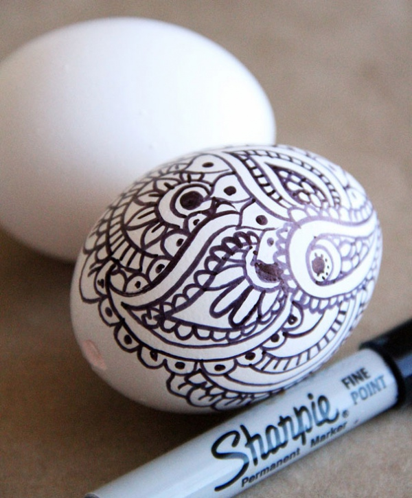 Раскрасить яйца маркером