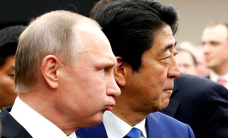 Абэ согласен на мирный договор с РФ взамен гарантий передачи островов