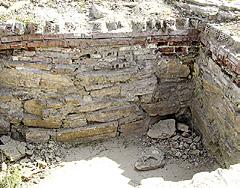 К 300-летию дома Романовых яму-темницу Михаила Никитича укрепили и обложили каменным тесом