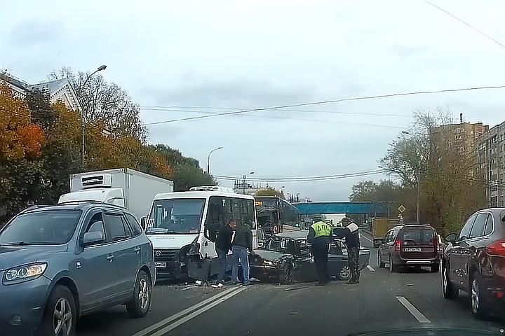 Маршрутка, автобус и три авто столкнулись в Подмосковье: Семь человек пострадали