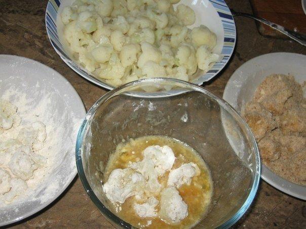 Цветная капуста в панировке с чесночным соусом