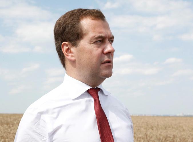 Никого не пугает? Медведев возглавил комиссию по импортозамещению