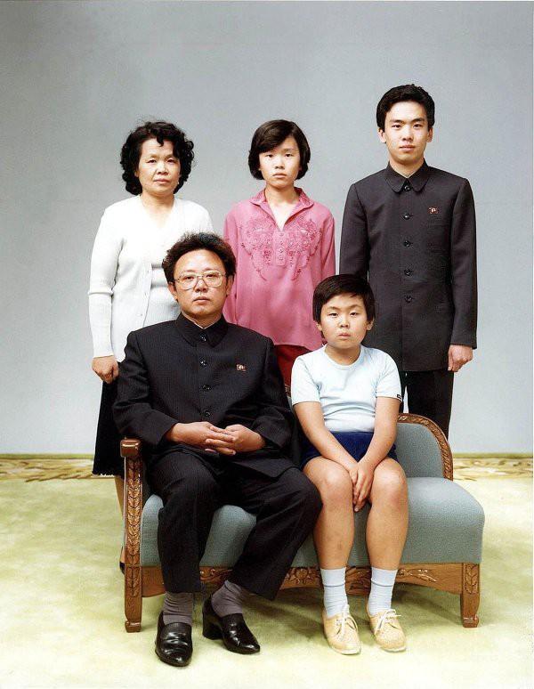 Ким Чен Ын (рядом с отцом), глава Северной Кореи. история, политики в молодости, президенты