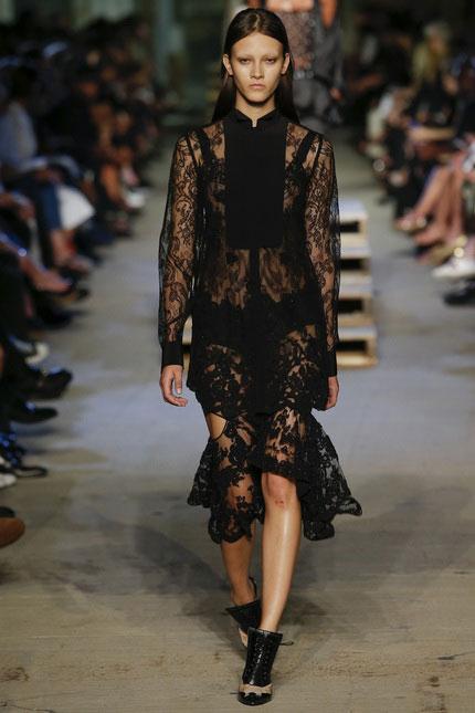 Голый король: самые откровенные платья недель моды
