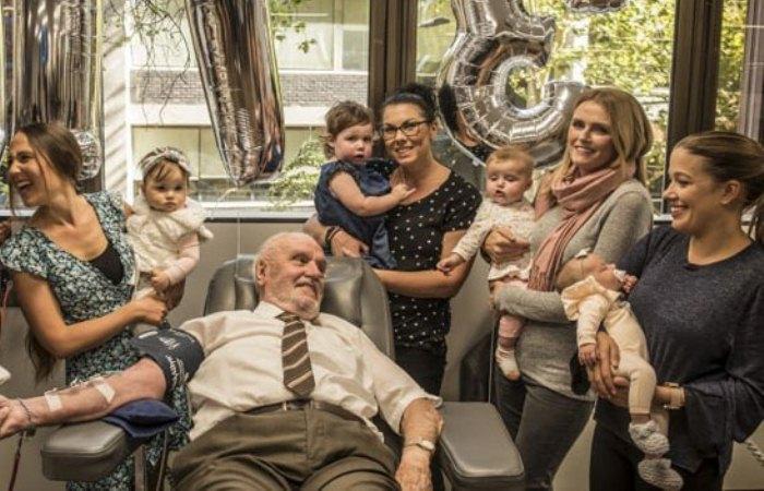 Донор из Австралии, спасший 2,4 млн детей, в последний раз сдал кровь