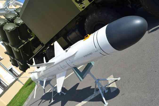 Российские военные впервые применили в Крыму береговой ракетный комплекс «Бал».
