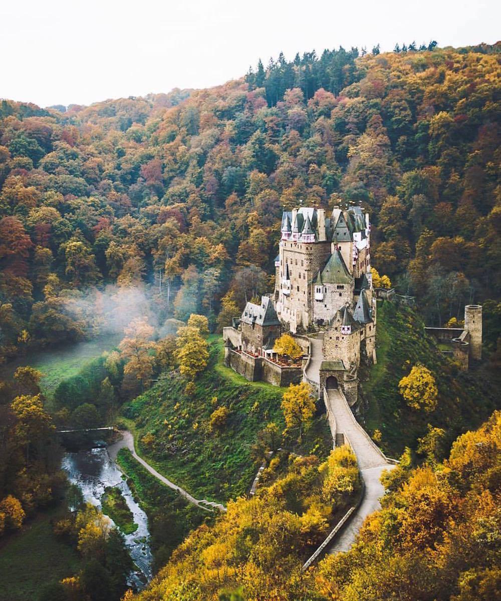 1. Замок Эльц — сохранившийся до нашего времени замок XII века в Германии. люди, мир, удивительные фотографии