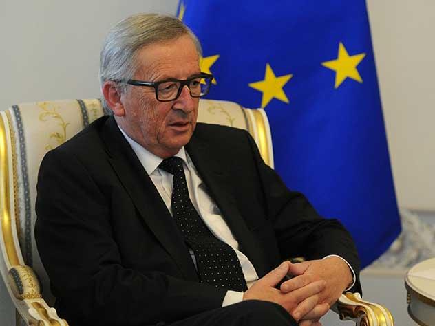 «Пьяный или больной?»: странное поведение главы Еврокомиссии удивило журналистов