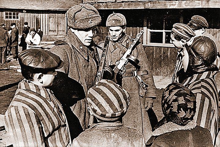 Советских солдат, освободивших Освеницим и всю Европу, Запад сейчас старается забыть. : waralbum.ru