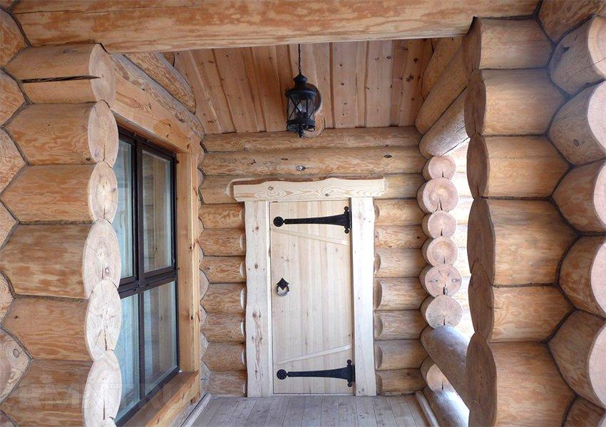 двери входные в сруб